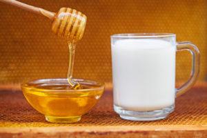 Мед с молоком при беременности при простуде