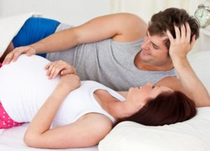 Можно ли при беременности спать с мужем