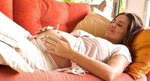Когда начинаются первые шевеления ребенка при первой беременности