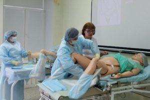 Когда после родов посещать гинеколога