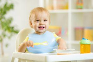 В год ребенок не ест
