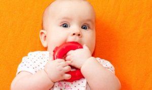 Почему у малыша текут слюни