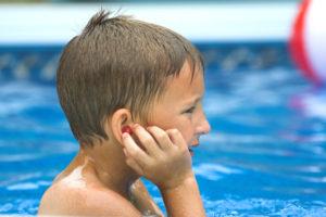 В ухо ребенку попала вода