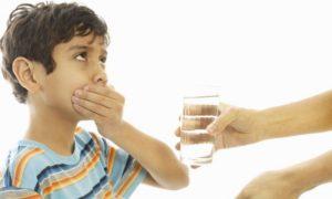Как ребенка заставить выпить лекарство