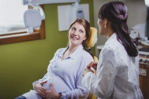 Почему нельзя лечить зубы в первом триместре беременности
