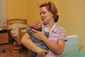Ребенок с рождения держит голову
