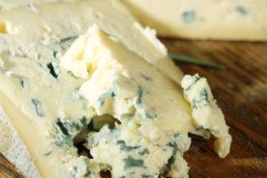 Можно ли сыр с плесенью при грудном вскармливании