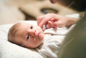 Новорожденный не лежит на затылке