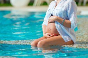 Можно ли в первом триместре ходить в бассейн