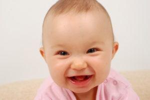 Когда дети начинают осознанно улыбаться