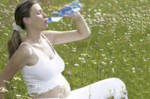 Как вывести из организма лишнюю воду при беременности