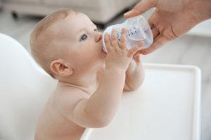 Нужно ли давать пить воду грудничкам
