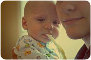 Почему в год ребенок срыгивает