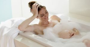 При какой температуре можно в ванной купаться беременным
