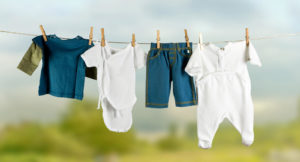 Как правильно стирать детские вещи