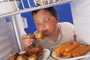 Ребенок в год много ест