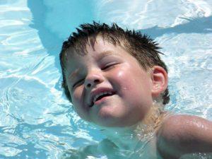 В ухо попала вода ребенку